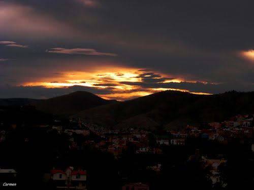 Entre cielos, montañas y bruma duerme la cañada.-( Between skies, montains & fog the glen sleeps)