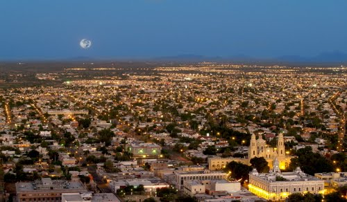 Moonset at Hermosillo sunrise